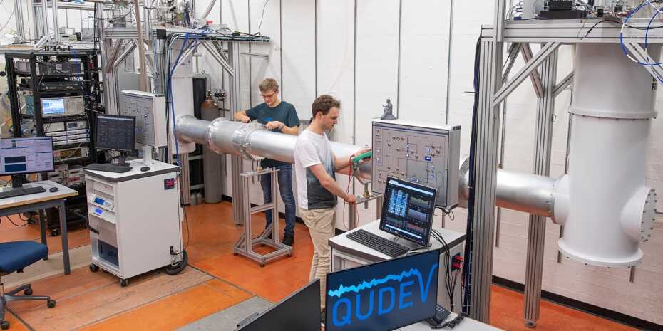 The ETH quantum link in Andreas Wallraff's laboratory. The tube at the centre contains the strongly cooled waveguide that connects the two quantum chips in their cryostats via microwave photons. Credit: ETH Zürich / Heidi Hostettler
