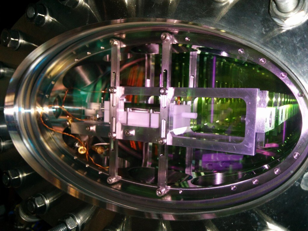 For the experiment, atoms of rubidium-87 are first pre-cooled and then transported to the main test area, which is a custom-made vacuum chamber. There they are cooled to temperatures of just a few microkelvins. Credit: Windpassinger group