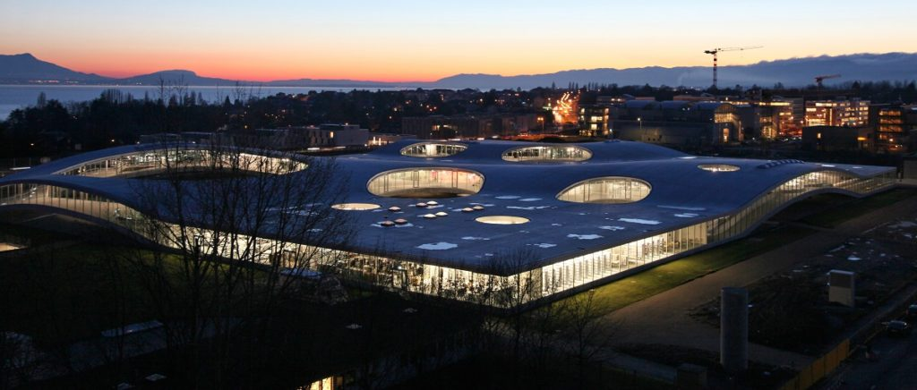 Built on the campus of Ecole Polytechnique Fédérale de Lausanne (EPFL), The Rolex Learning Center functions as a laboratory for learning, a library and an international cultural hub for EPFL, open to both students and the public.